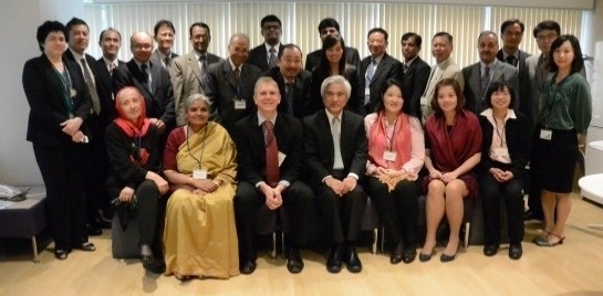 Dr Robin Mann (centre) with the Secretary General of the APO and the National Experts from member countries